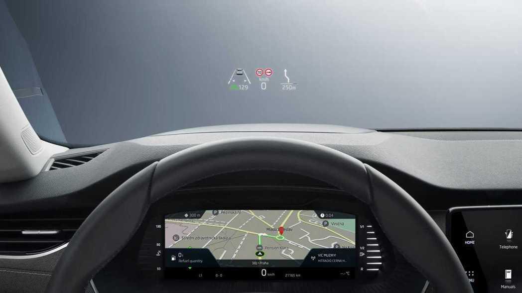 數位儀表板還有抬頭顯示器。 圖/Skoda提供