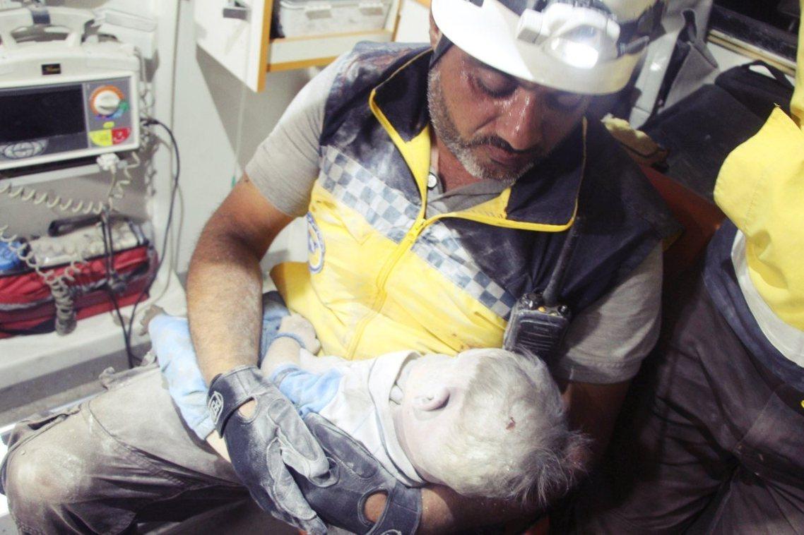 敘利亞內戰中,白盔隊從斷垣殘壁中救出的戰場人命,大約至少10萬人;但6年下來,白...