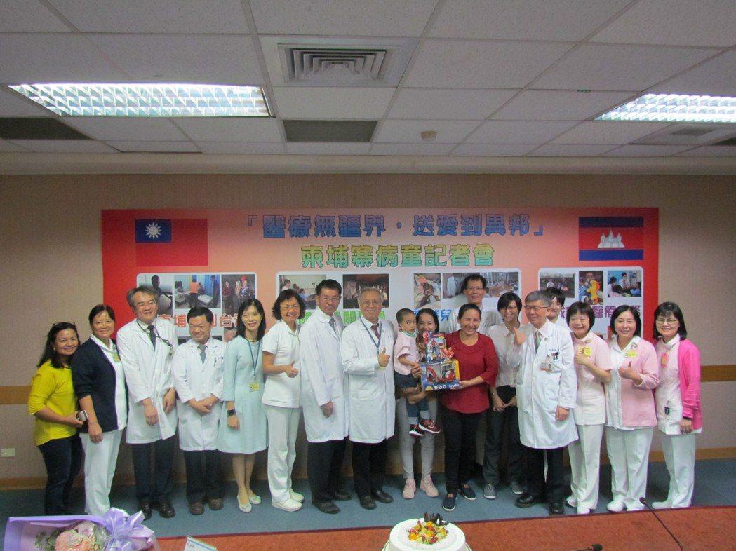今日記者會,柬國病童接受高榮國際醫療團的協助,順利接受治療,術後狀況良好。 高雄...