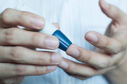 ▲糖尿病患一定要控制好血糖,才能有效避免誘發併發症。圖/呂佳恆 提供