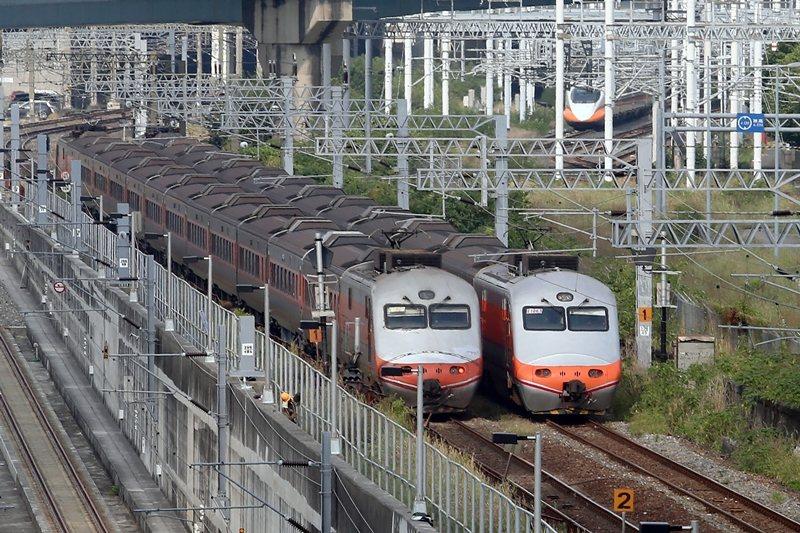 我們無法否認高鐵給人們高速移動的便捷性,但並不是所有人都有足夠經濟能力經常性地搭乘高鐵。 圖/聯合報系資料照