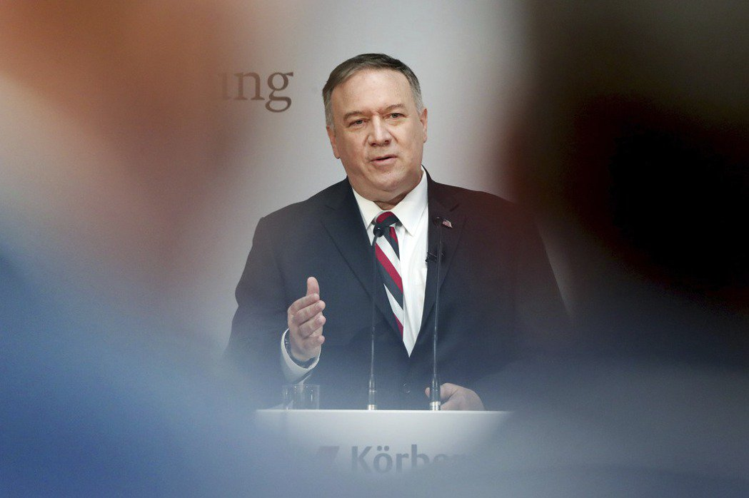 美國國務卿蓬佩奧在德國柏林發表演說,直指中共對全球威脅擴張,呼籲歐美共同捍衛民主自由。 圖/美聯社
