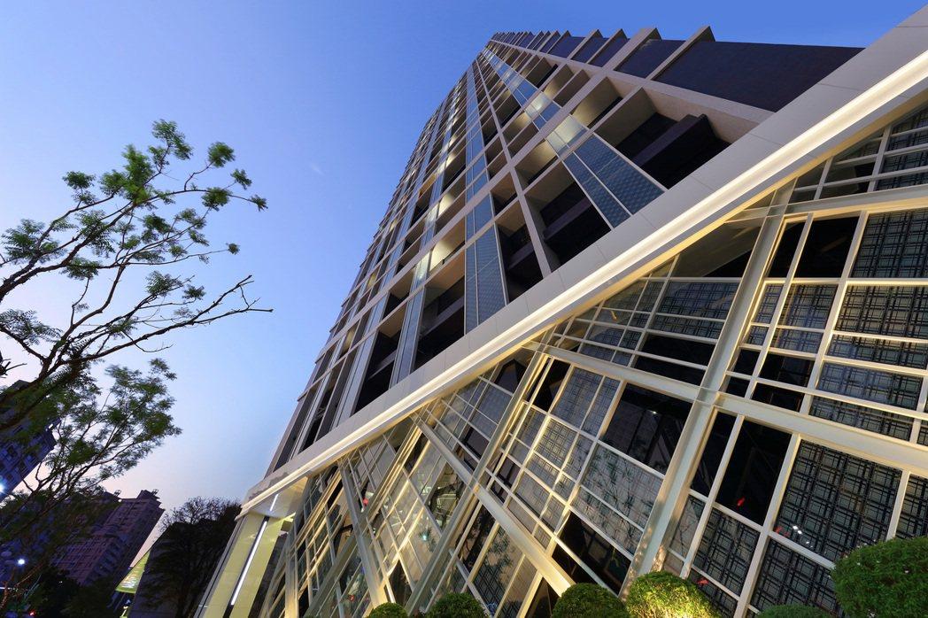 時尚京城49坪/55坪是唯一卡位百坪豪宅地盤的首選標地。 業者/提供