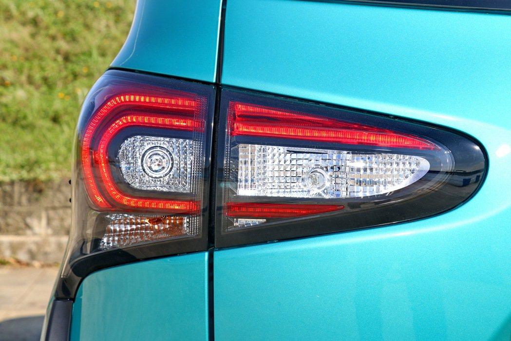 後視造型則是以全新C型光條式LED尾燈為重點。 記者陳威任/攝影