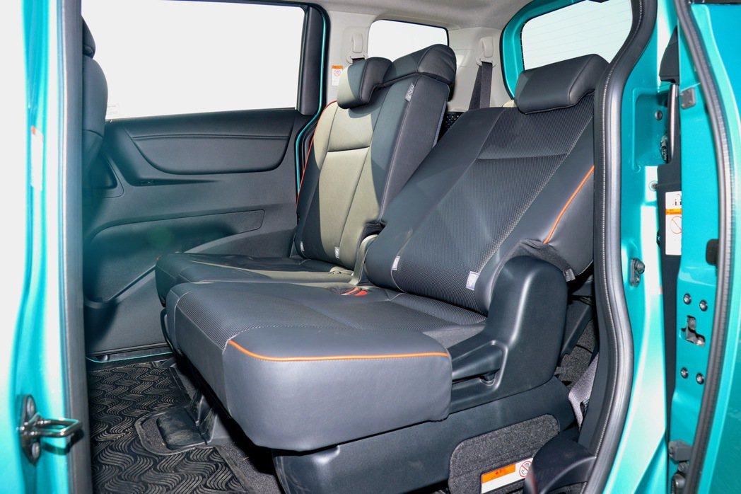 第二排座椅除了可前後滑移外,椅背也可調整角度。 記者陳威任/攝影