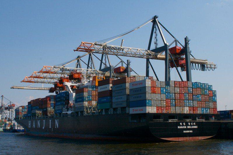降低船行駛的速度,對人類與環境都有益處。(Photo by Ana Ulinon Flicker under Creative Commons license)