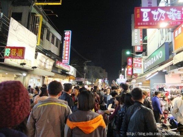 文化路夜市最大特色在於全年無休,一天24小時皆有商家攤販輪番上陣營業