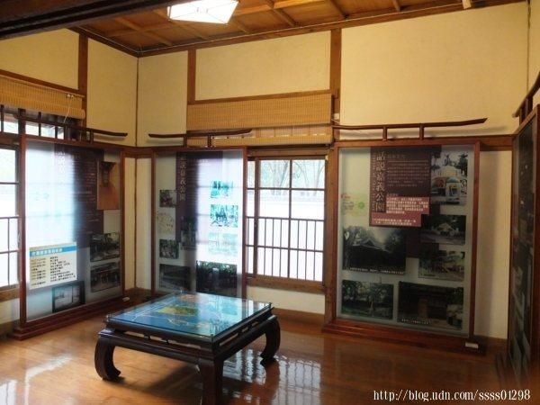 史蹟資料館中規劃出八個展示區,分別介紹與展示不同的內容,館內的建築元素可以注意看看,像是天花板、方形柱、榻榻米、紙橫拉門、玄關等等都具有日式特色