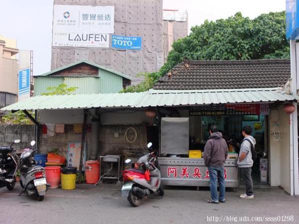 在地人說這裡號稱嘉義市區有名的下午茶選擇,果然下午三、四點時間,店裡頭坐滿用餐的客人