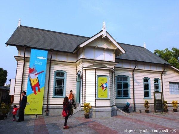 營林俱樂部老屋位於嘉義名景點「檜意森活村」園區內