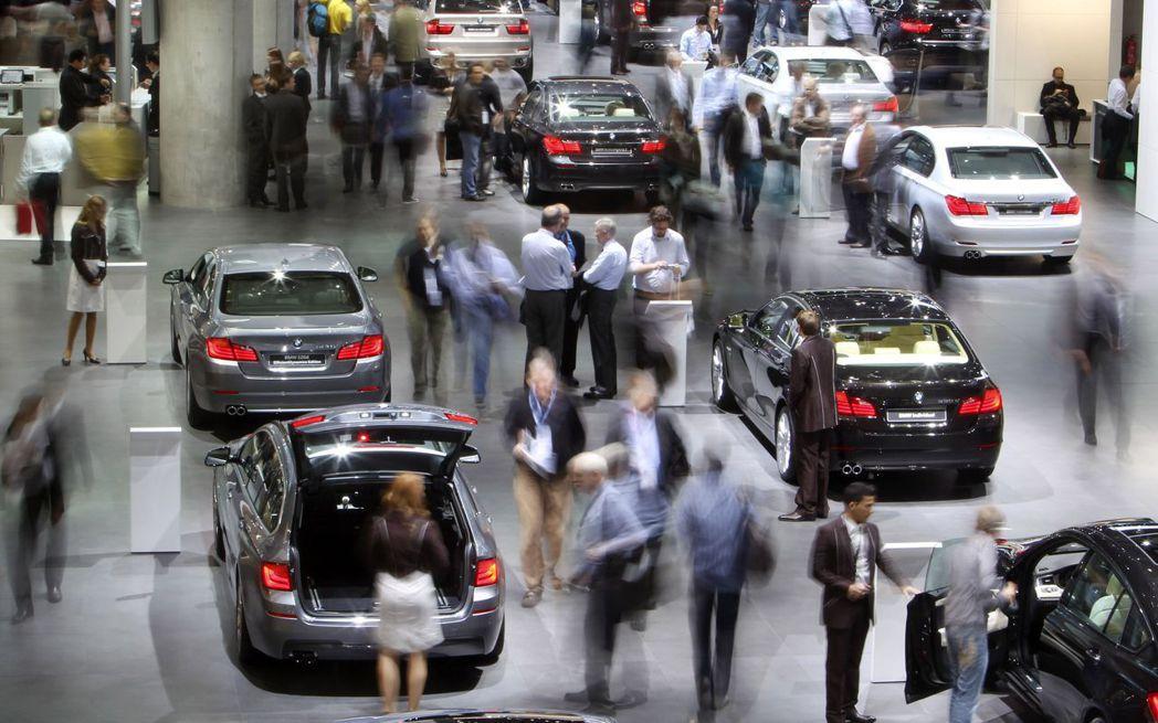 川普料就是否決定對歐盟加徵汽車再延6個月。美聯社