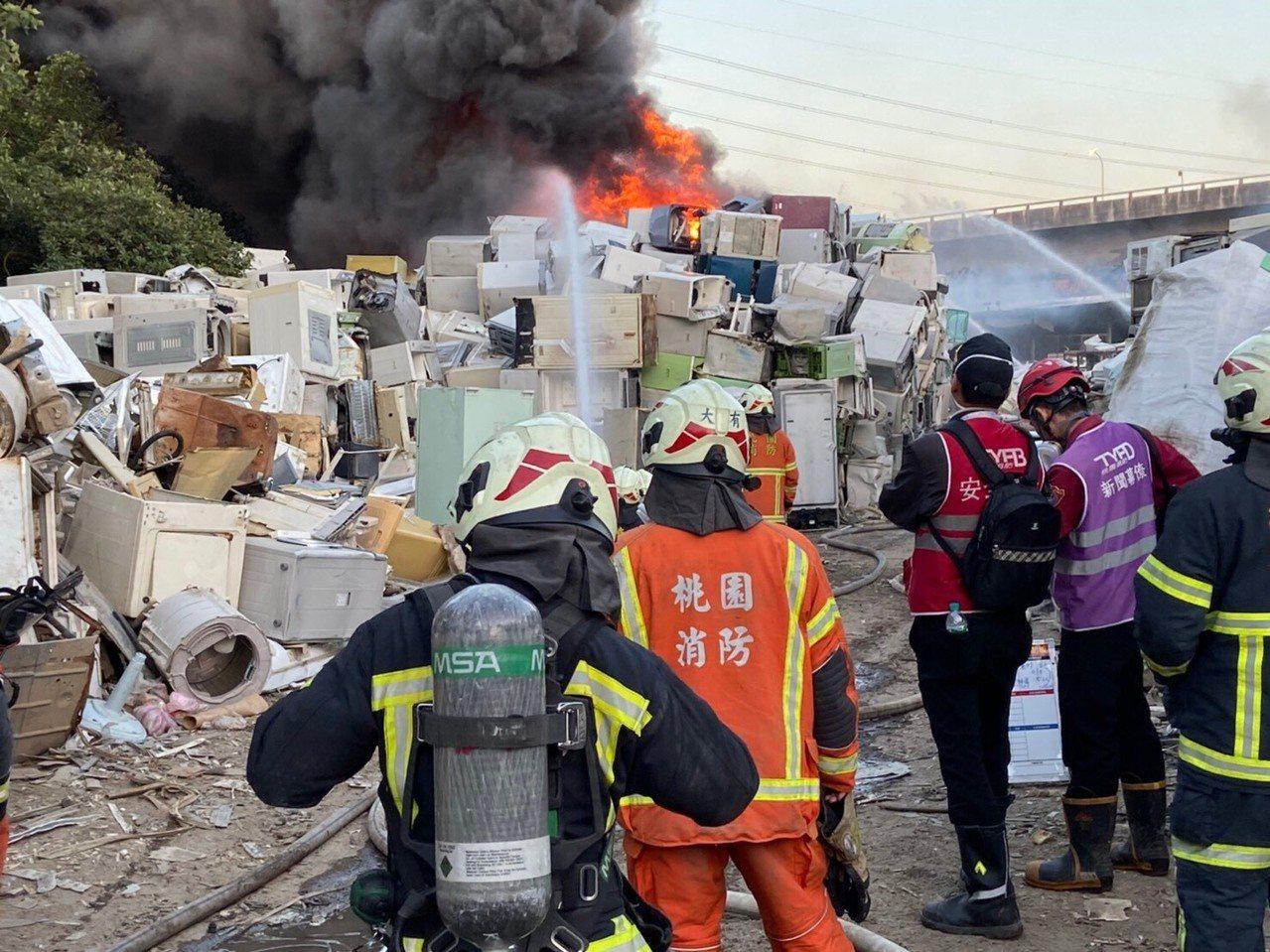 龜山資收場大火。圖/消防提供