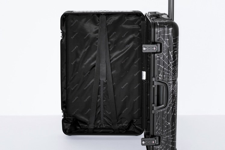 RIMOWA與Supreme聯名系列行李箱,內裝有著滿滿的Supreme Log...
