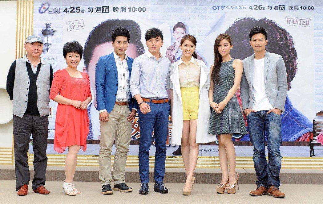 顧寶明(左起)、潘麗麗、許騰方、謝坤達、陳匡怡、安唯綾、鄒承恩主演「威廉王子」。