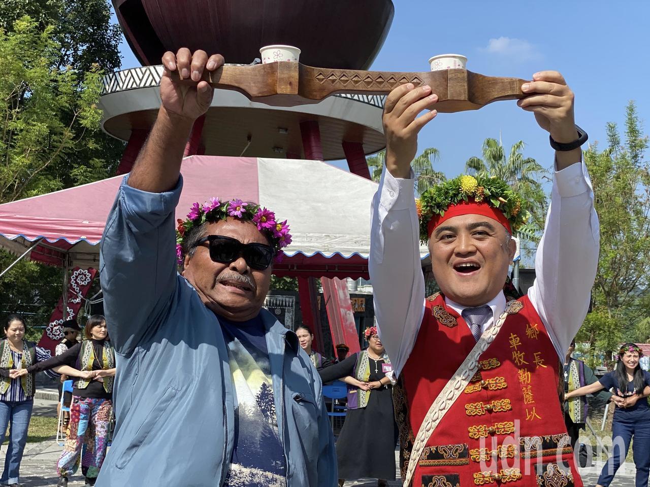 三地門鄉長車牧勒薩以(右)與帛琉共和國恩切薩爾州長Florencio Adelb...