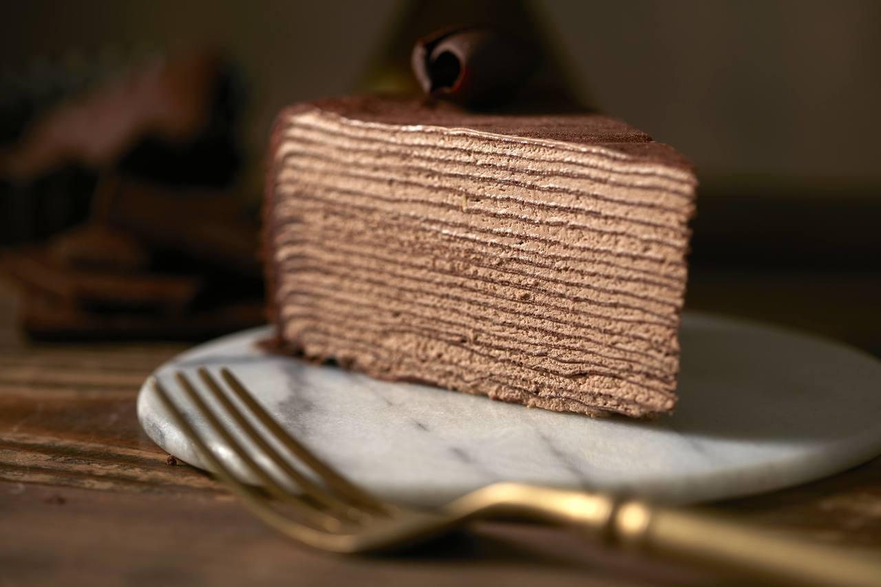 Lady M「巧克力千層蛋糕」,單片280元,九吋2,800元。圖/Lady M...