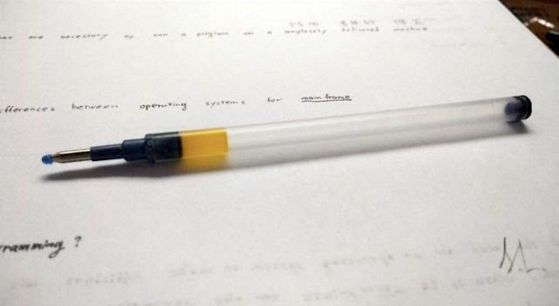 中性筆芯液體能阻隔空氣,延長使用壽命。圖/翻攝自PTT