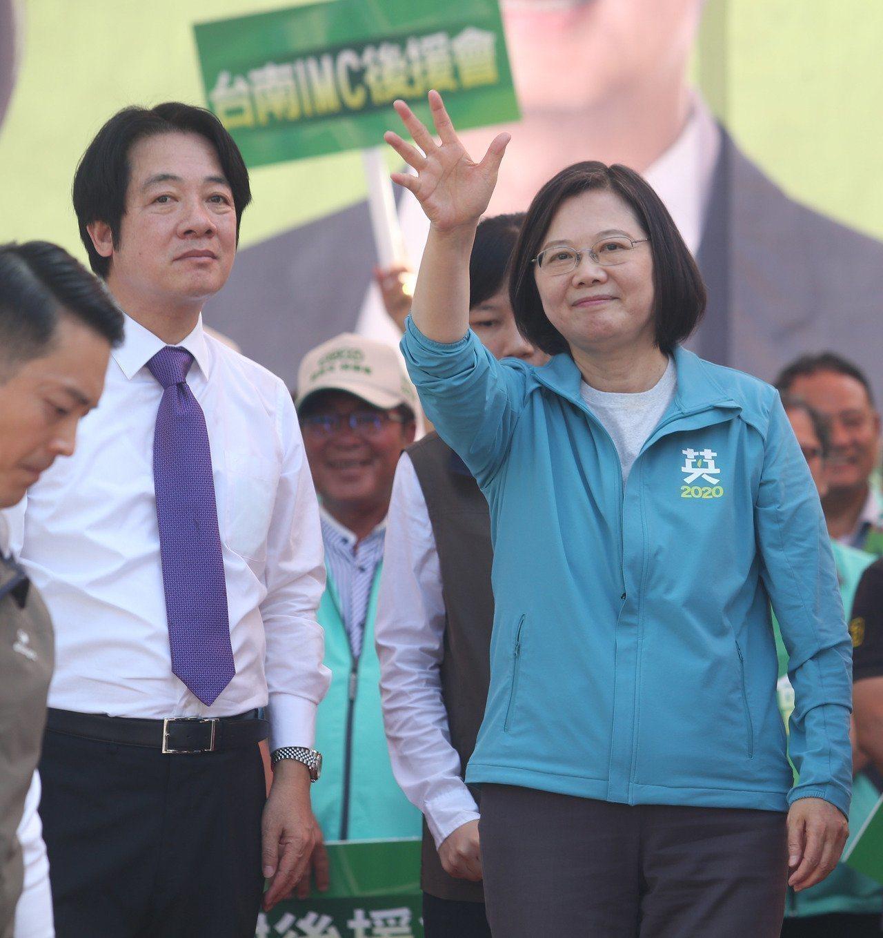 總統蔡英文(右)、行政院前院長賴清德(左)。本報資料照片