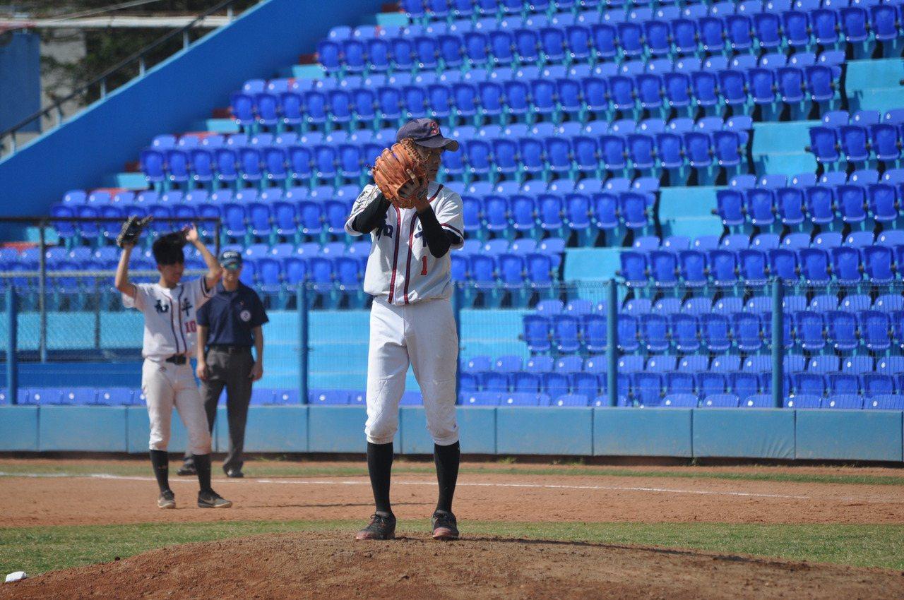 和平高中王牌投手劉海靖,後援4.1局奪勝投。實習記者楊以恩/攝影