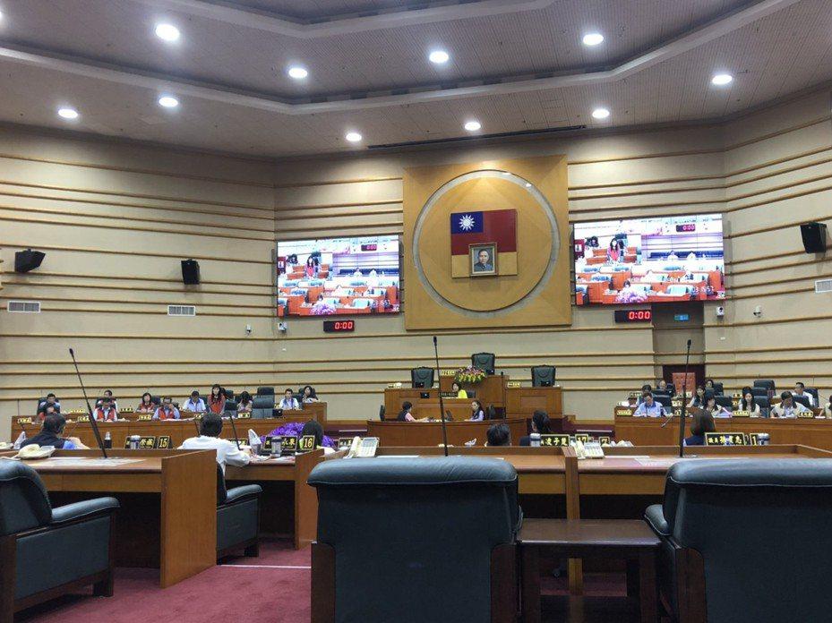 嘉義市議會宣布1999預算延後審查。記者李承穎/攝影