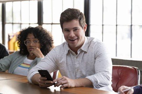 「神機有毛病」(Jexi),即將在本週五(11/15)於全台爆笑上映!本片不僅由「歌喉讚」(Pitch Perfect)而廣為觀眾熟知的喜劇笑星亞當迪凡(Adam DeVine)領銜主演,喜劇天后蘿...