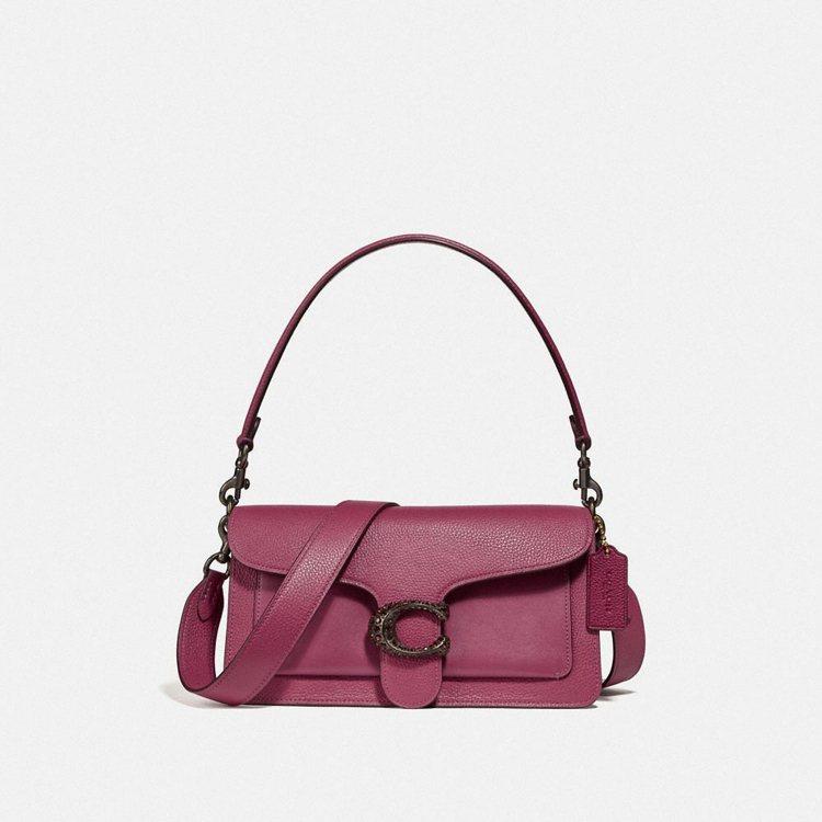 Tabby 粉色款,售價19,800元。圖/COACH提供
