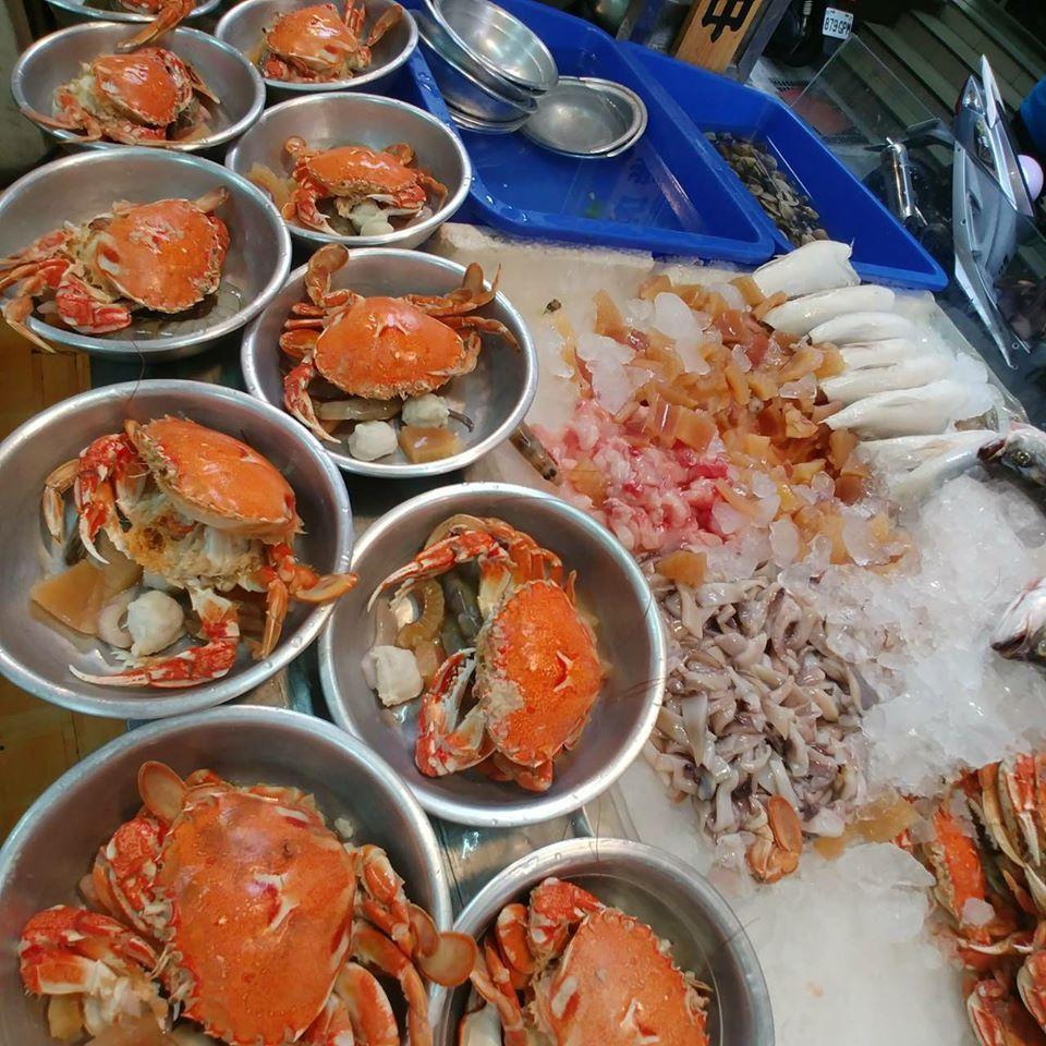 「鴻海產粥」螃蟹日買粥送蟹,總是很快搶購一空。圖/鴻海產粥 提供