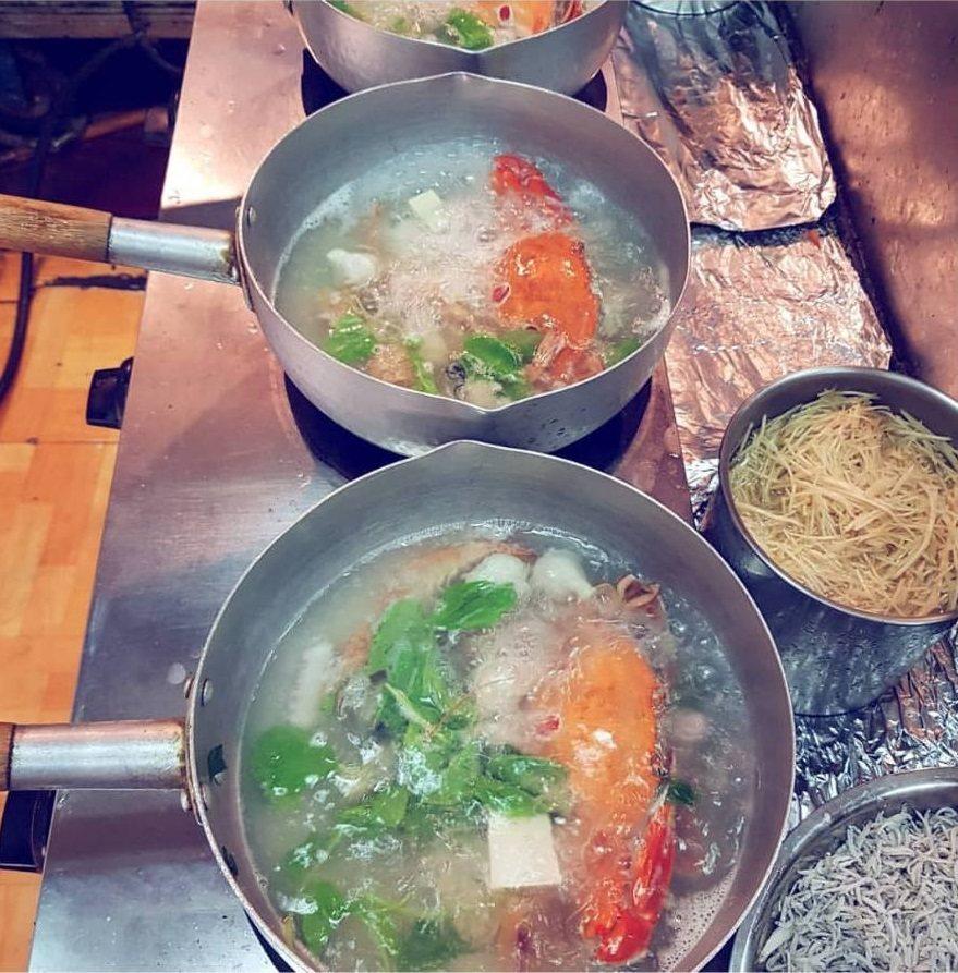 「鴻海產粥」是龜山當地知名銅板美食。圖/IG ericwu650328 提供