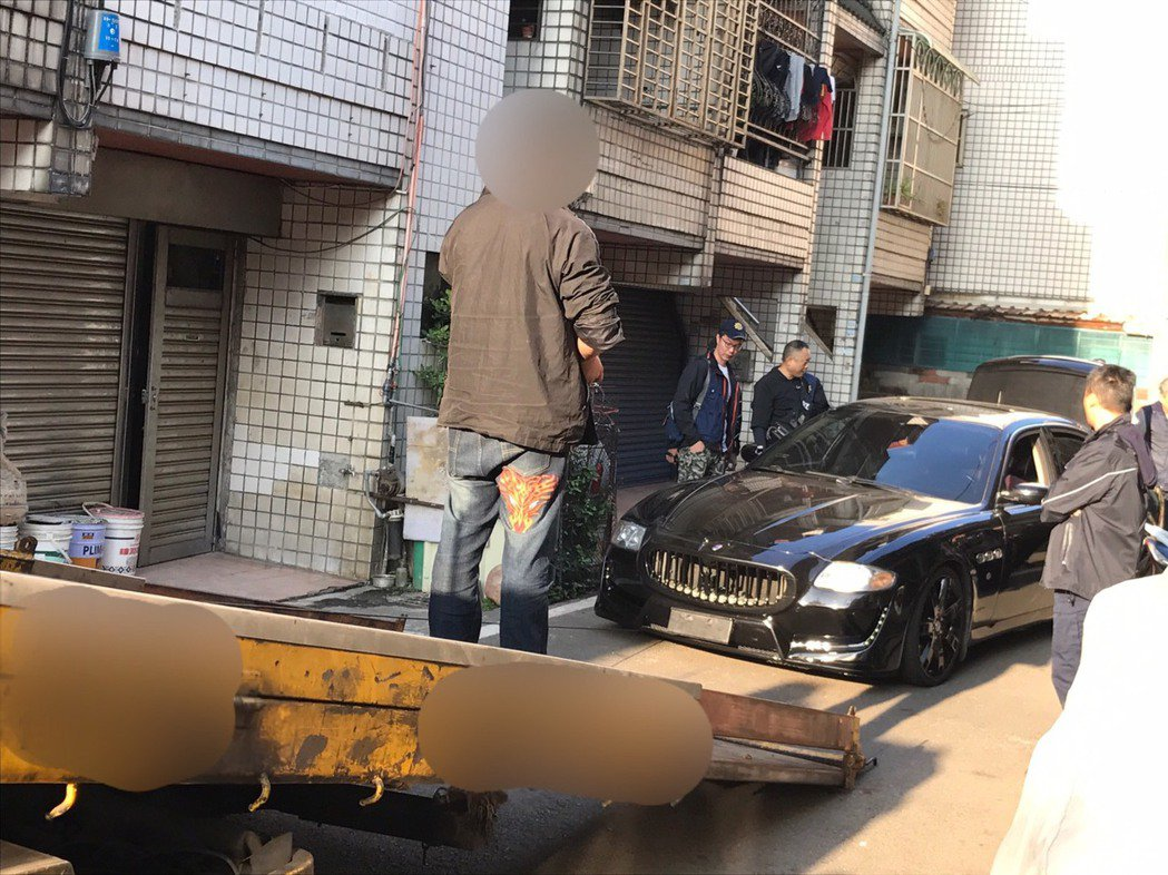 桃園一名車主將愛車瑪莎拉蒂停放在桃園大溪路旁,要取車時才發現車子莫名遭道拖吊業者...