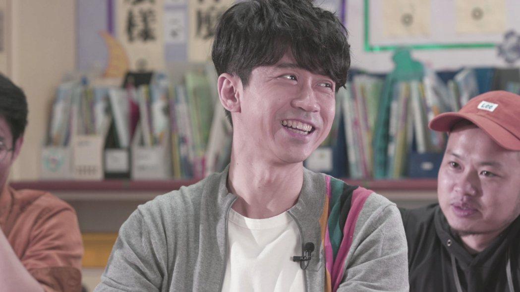 光良日前赴萬福國小擔任一日音樂老師。記者王人傑/攝影