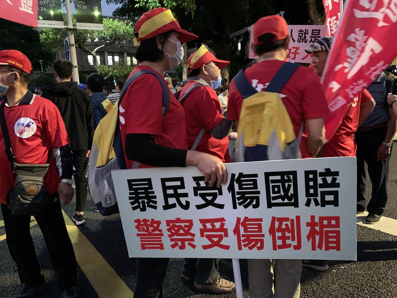 中華民國退休警察協會不滿台北地院針對「太陽花學運」遭警驅離聲請國賠案判決,今天下...
