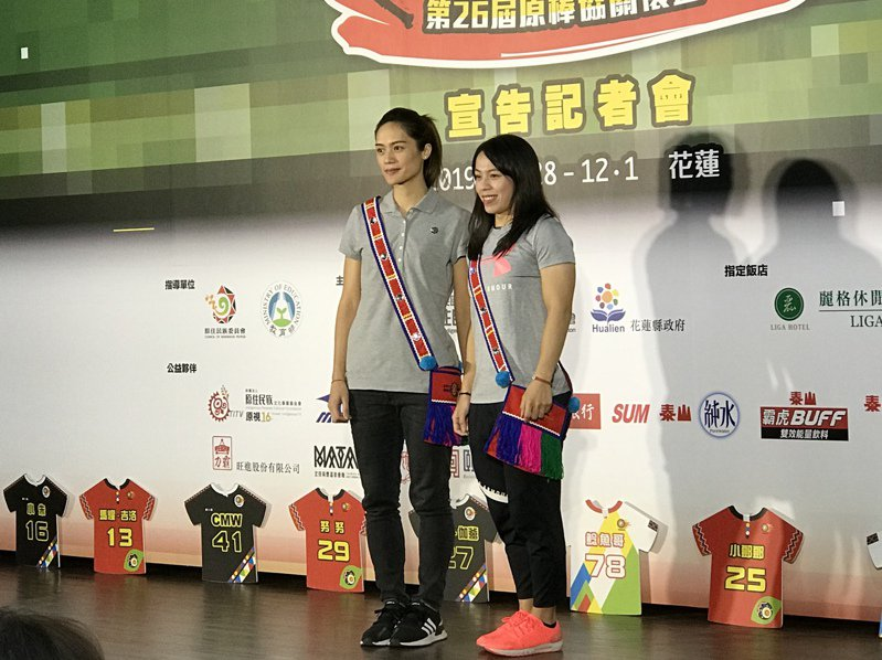 曾櫟騁(左)與「舉重女神」郭婞淳(右)擔任關懷盃「關懷大使」。記者葉姵妤/攝影