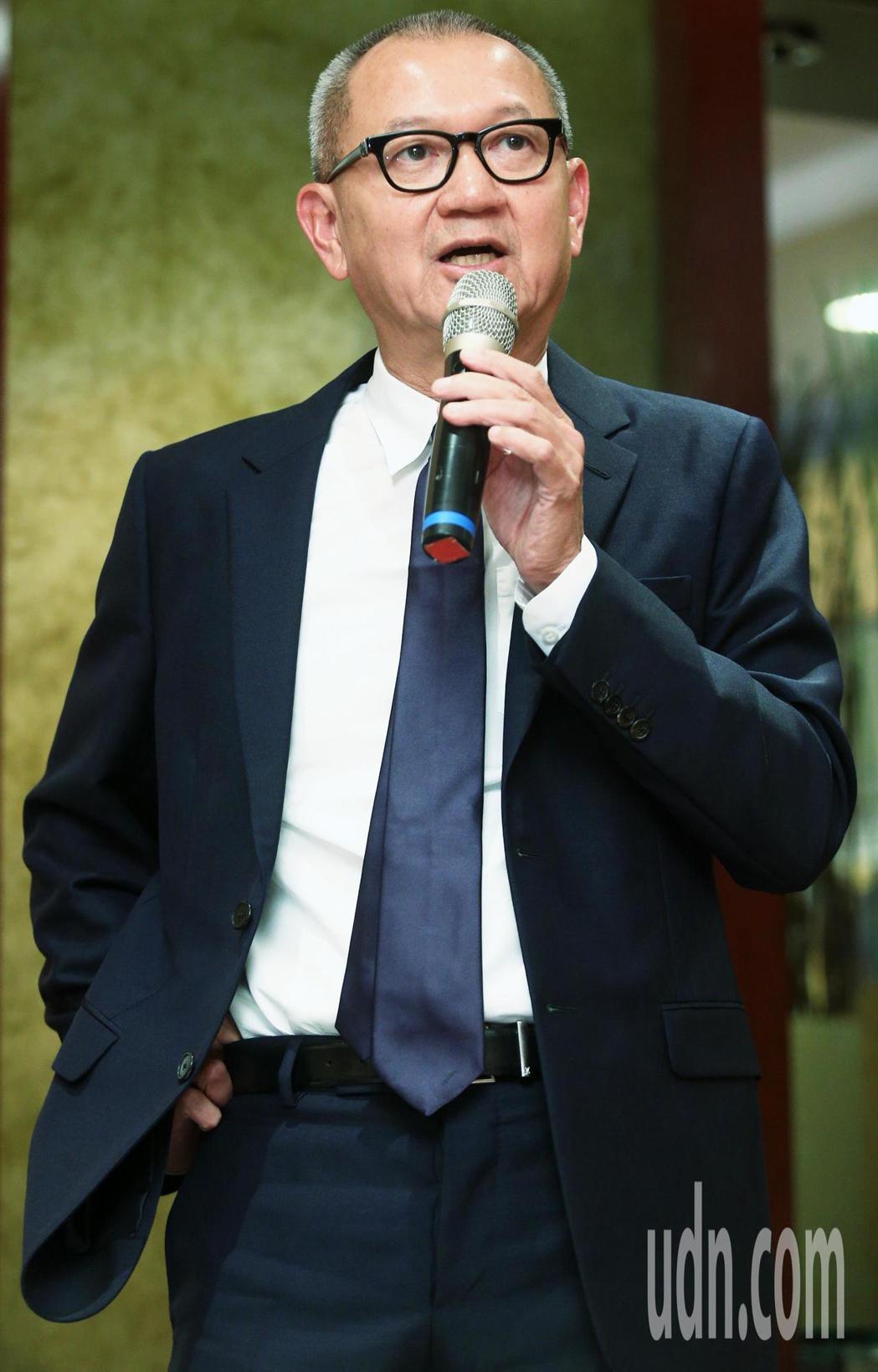 國巨董事長陳泰銘下午說明收購美國被動元件廠基美。記者陳正興/攝影