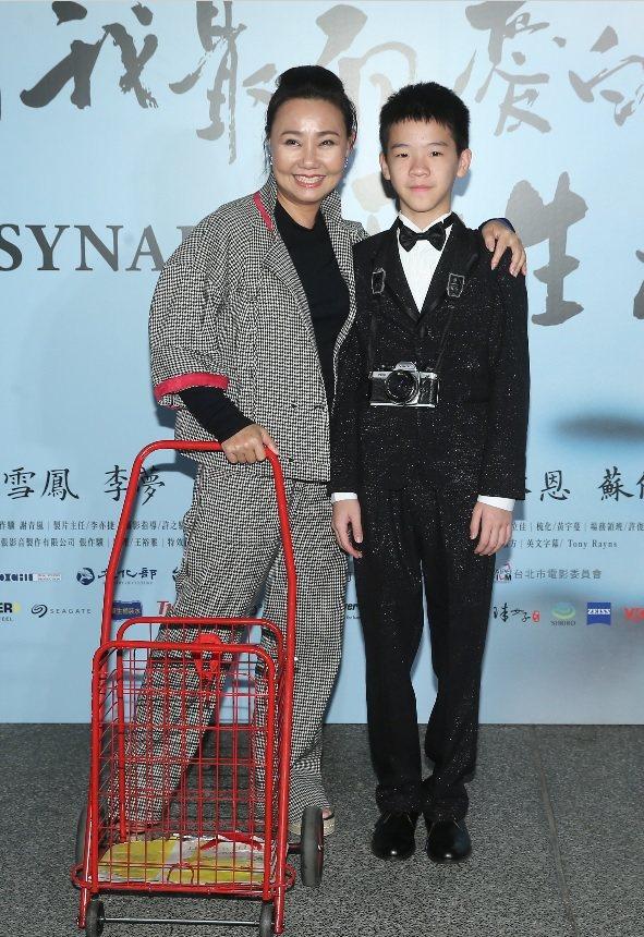 呂雪鳳與李英銓都因「那個我最親愛的陌生人」入圍金馬獎,片中令人難忘的菜籃車也出現...
