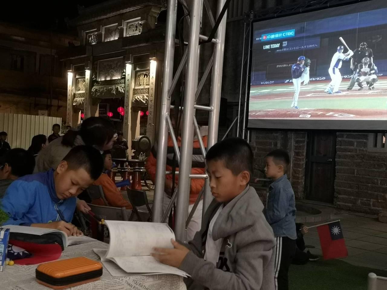 由金門縣政府教育處與觀光處合辦的第二屆世界12強棒球錦標賽中華對韓國戶外直播活動...