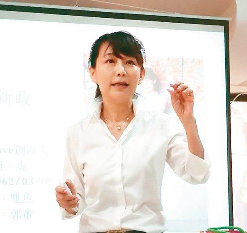 無黨籍參選人郭新政最近努力增加選民對她的認識。 記者蔡容喬/攝影