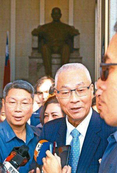 吳敦義(左二)昨表示,黨主席不是在享受特權,而是為黨服務,為人民服務。 記者杜建重/攝影