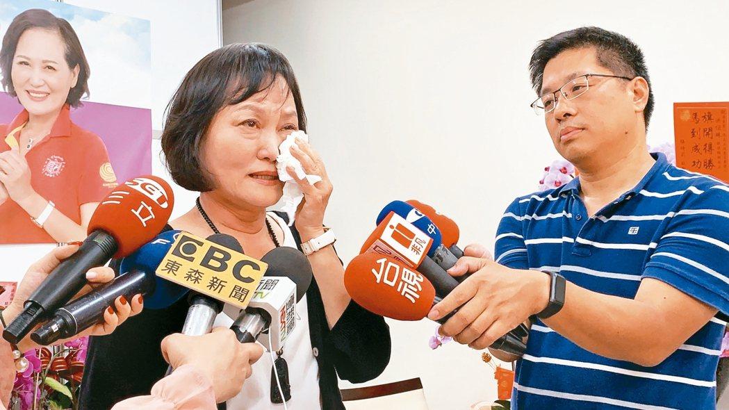 立法院長蘇嘉全妻子洪恒珠(圖左)昨天宣布退出屏東第一選區立委選舉,競選總部將轉為...