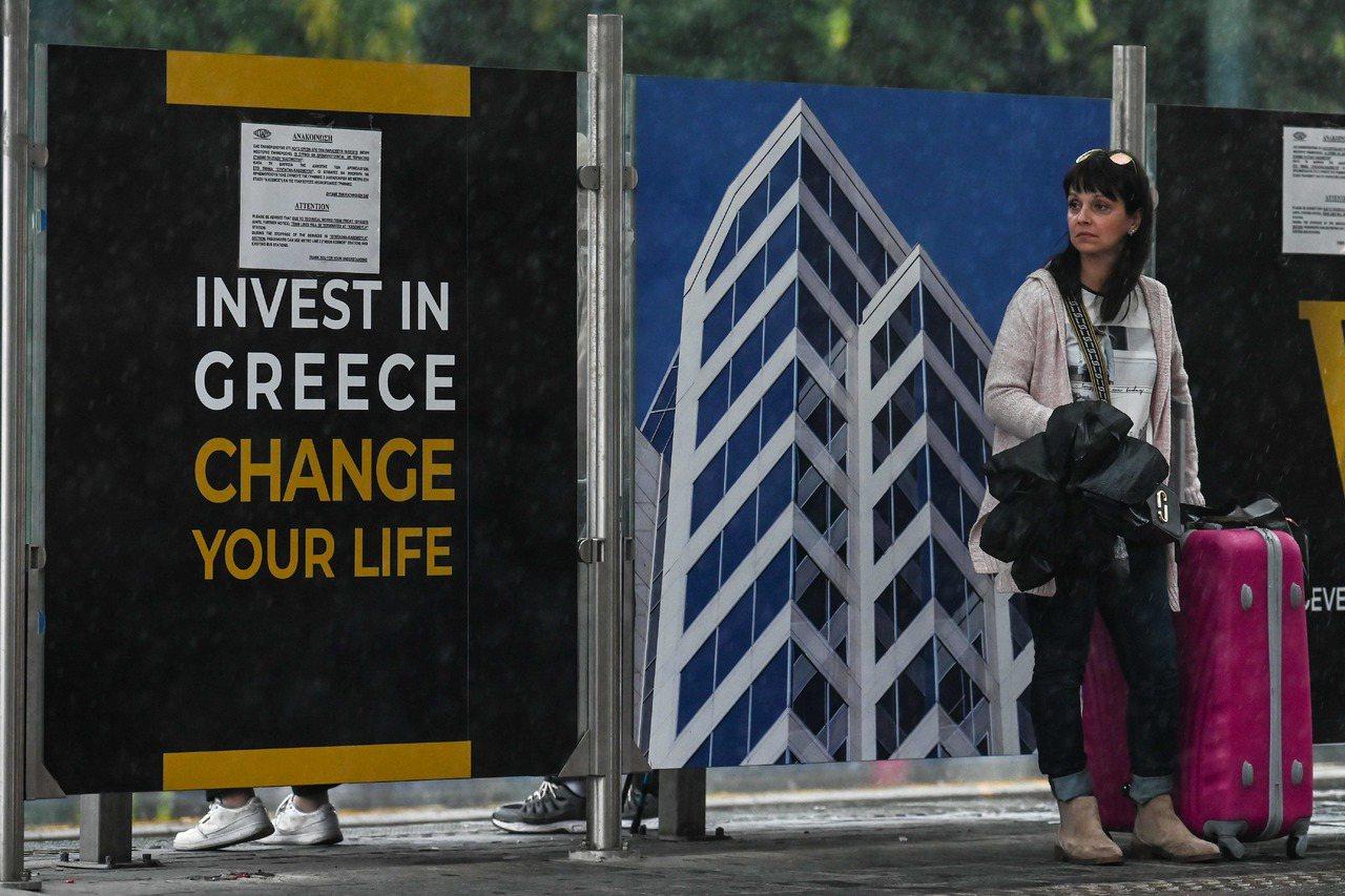 希臘政府2013年開辦黃金簽證計畫,投資房地產市場超過25萬歐元,就能獲得5年居...