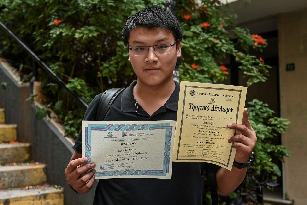 18歲的中國大陸人江山苗隨父母搬到希臘,設法在兩年內學會希臘文。 (法新社)