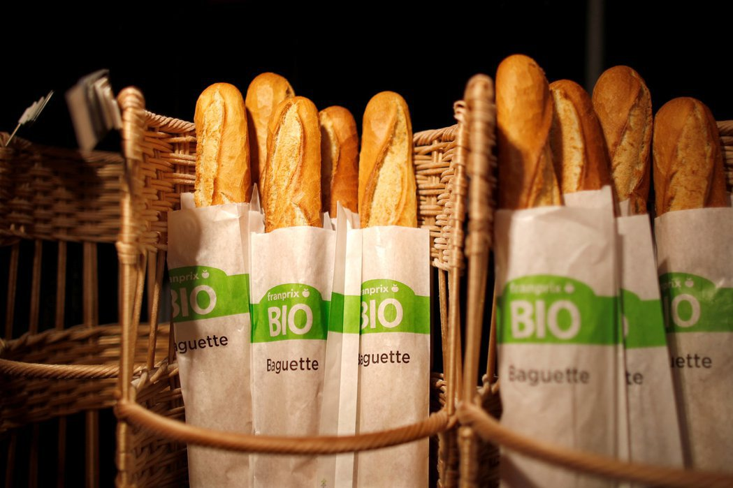 法國超市販售的長棍麵包。 (路透)