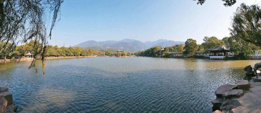 臨海東湖,有「小西湖」之稱。 特派員王玉燕/攝影