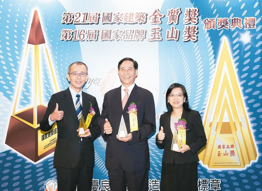 第16屆國家品牌玉山獎,台灣人壽共計榮獲「傑出企業類」全國首獎及「傑出企業類」、...