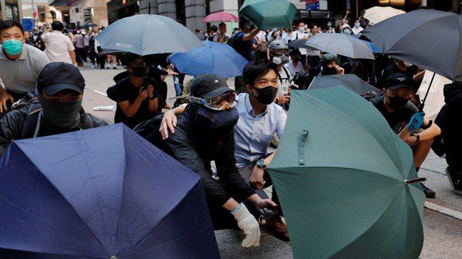 香港抗爭活動導致重要產業面臨逆風。路透