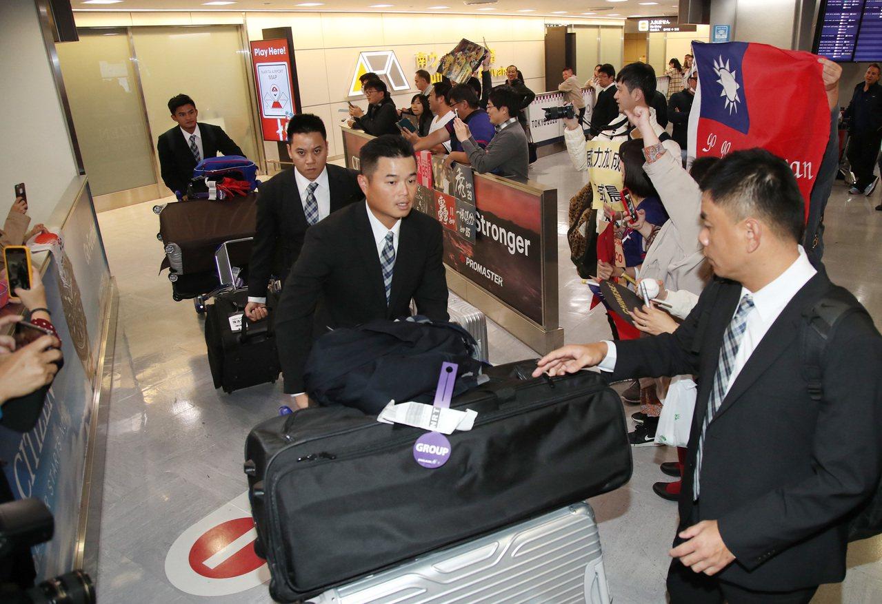 中華隊日前傳出有球員差點出不了國。 中央社