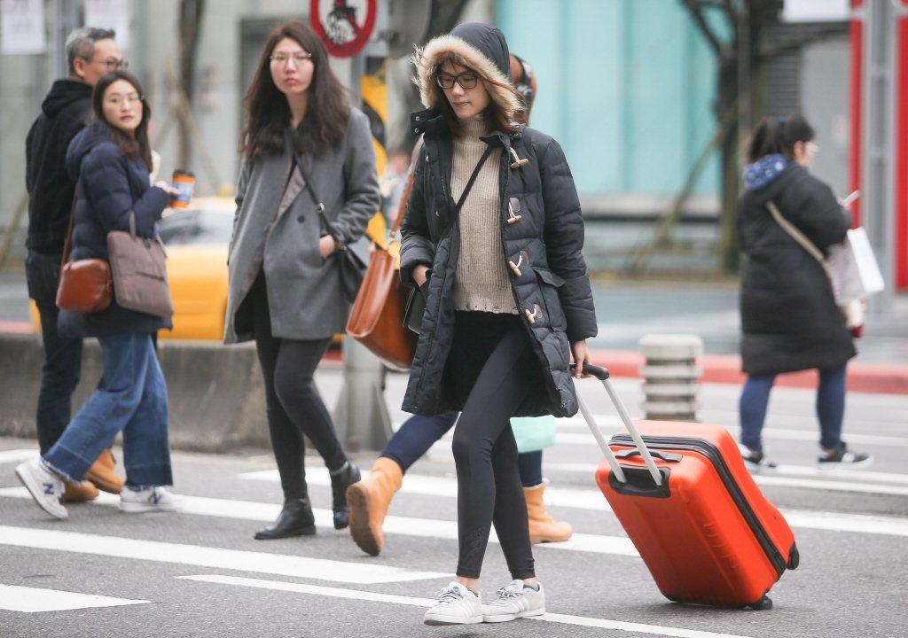 氣象局表示,14日北台灣溫度將驟降攝氏6到8度。 聯合報系資料照片/記者余承翰射...