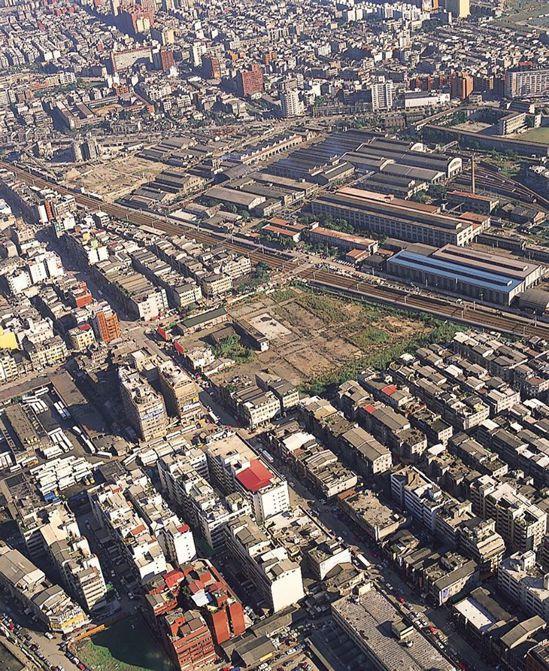 21年前京華城的位置還只是塊空地,如今將結束營業,眾人滿是不捨。圖擷自京華城臉書