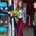 凱特王妃不愧是穿搭界女王!只用一個小細節,完美駕馭超難搭的「葡萄紫」