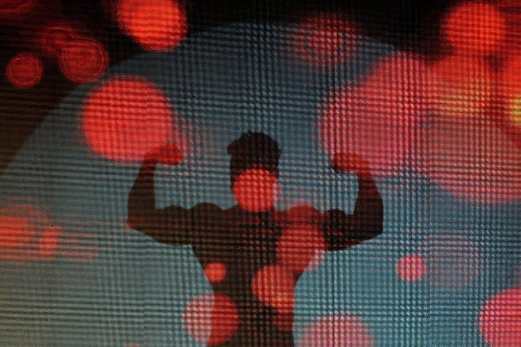 近年來各地檢署卯盡全力推出「猛男」、「正妹」牌檢察官,進行反賄選、反毒宣導大戲,女性檢察官露腿、露肚、男性檢察官則露肌肉、露胸毛。示意圖。 圖/路透社