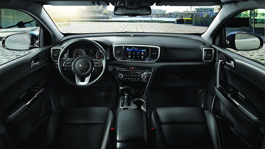一般車型的內裝配置呈現俐落風格。 圖/台灣森那美起亞提供